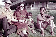 obama-ann_dunham_with_father_and_children